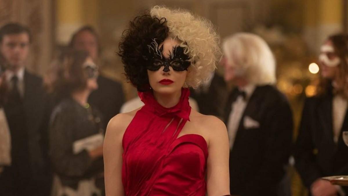 Эмма Стоун в образе Круэллы на обложке Total Film
