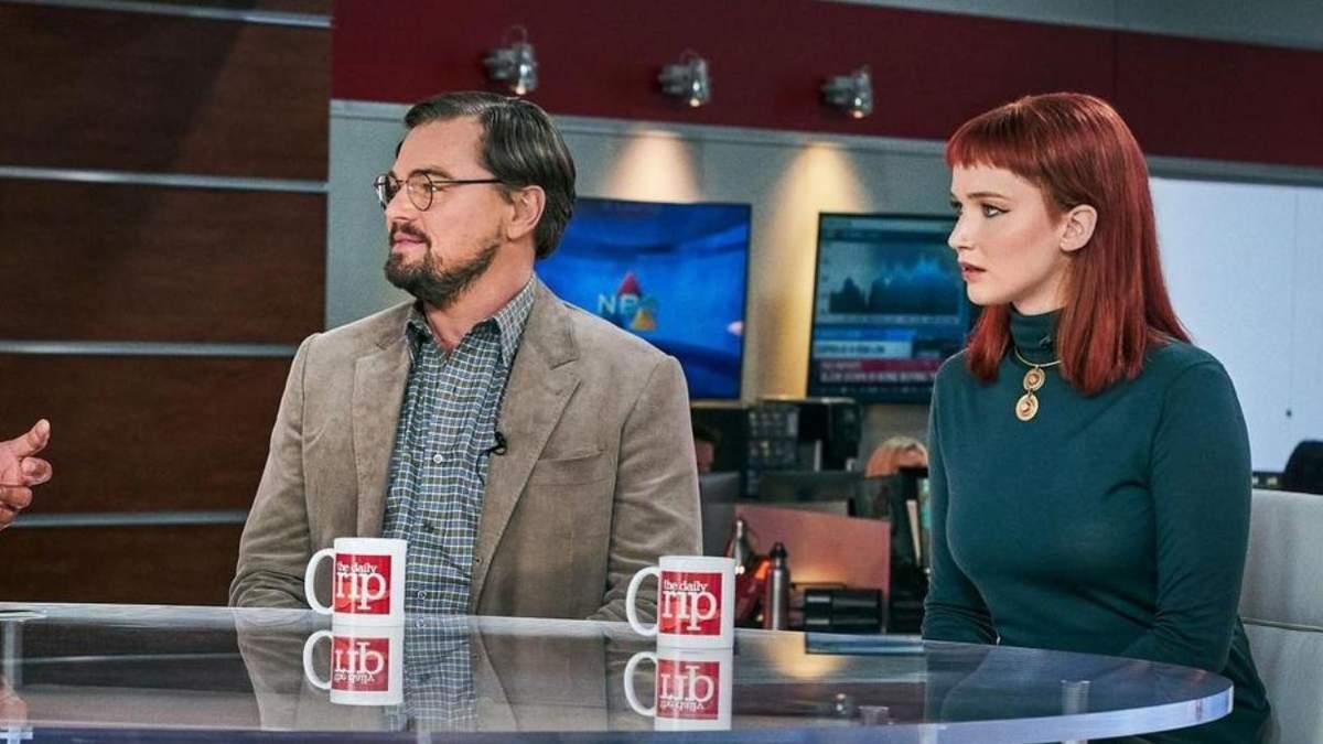 """Ди Каприо с Лоуренс в панике: Netflix показал первый трейлер фильма """"Не смотри вверх"""" – видео"""