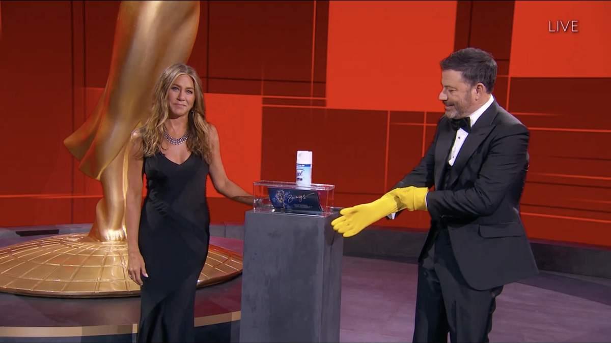 """Попри очікування фанатів """"Друзів"""": Дженніфер Еністон не прийде на премію Еммі - Кіно"""