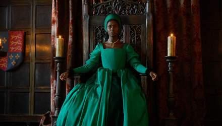 В сети появилось новое фото сериала об Анне Болейн, которую сыграла темнокожая актриса