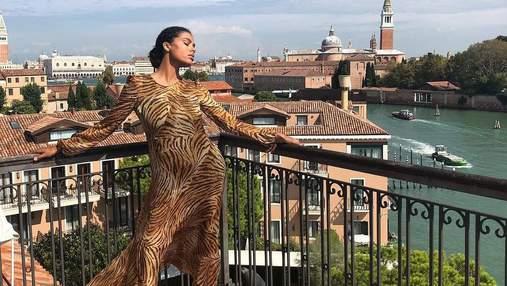 Тіна Кунакі відвідала Венеційський фестиваль в трендовій сукні