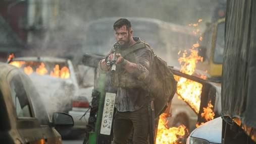 """Чому бойовик """"Евакуація"""" з Крісом Гемсвортом став найпопулярнішим фільмом Netflix"""